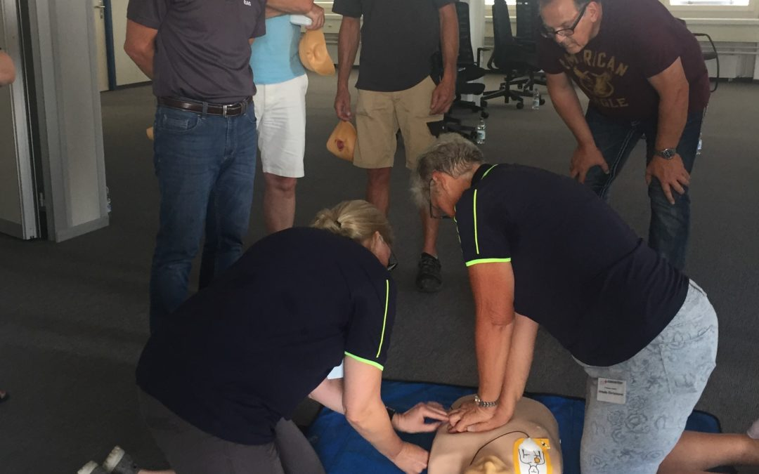 Defibrillatorschulung für RiAG-Mieter